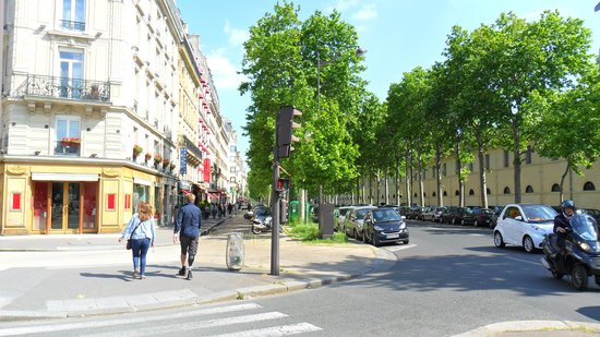 Derby Eiffel Hotel : rua do hotel