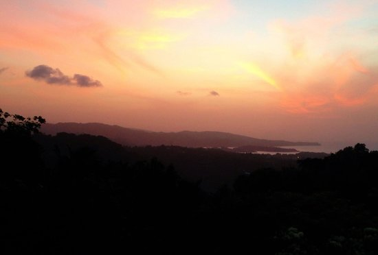 Hotel Mocking Bird Hill : View from the dining room at dusk