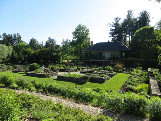 Cornell Botanic Gardens: Overall view of Lewis center