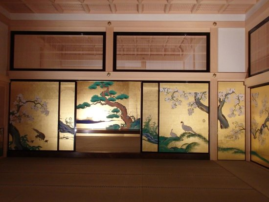 Nagoya Castle : These paintings are replicas of the originals.  They are amazing!