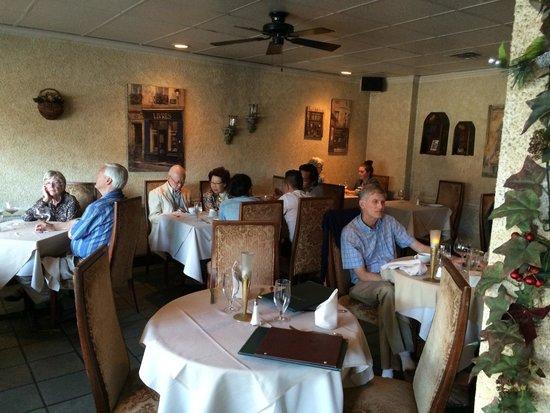 Amici Restaurant : Main dining area.