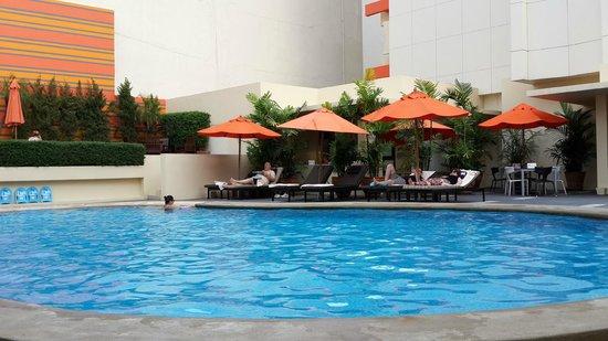 Dusit D2 Chiang Mai: 游泳池,不大。