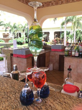 Hotel Riu Guanacaste: Another fun display!