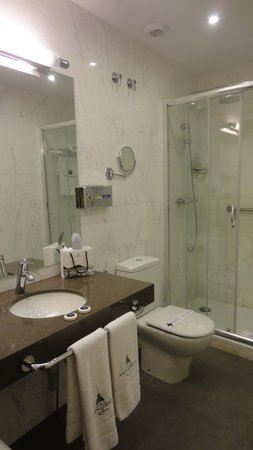 Hotel de Londres y de Inglaterra: bathroom