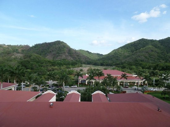 Hotel Riu Guanacaste: View from the 4th Floor hallway looking out (lobby below us)