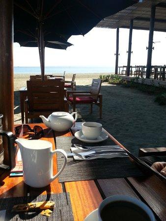 Hilton Fiji Beach Resort & Spa: Beach Dining/ Maravu Restaurant