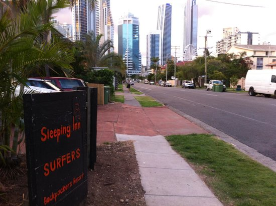 Sleeping Inn Backpackers: Looking at Surfer's Paradise