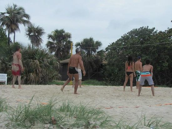 Hotel Bella Costa: playing volleyball