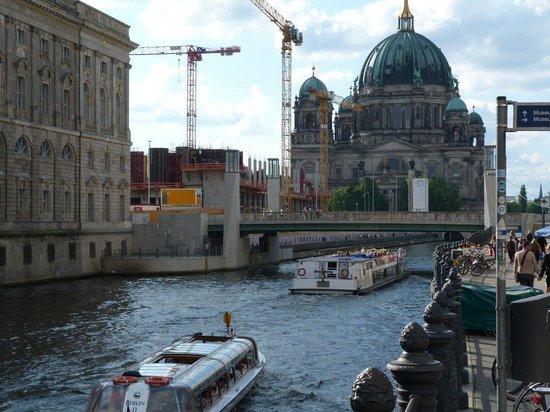 Berlin Cathedral: Rio Spree e a Cátedral