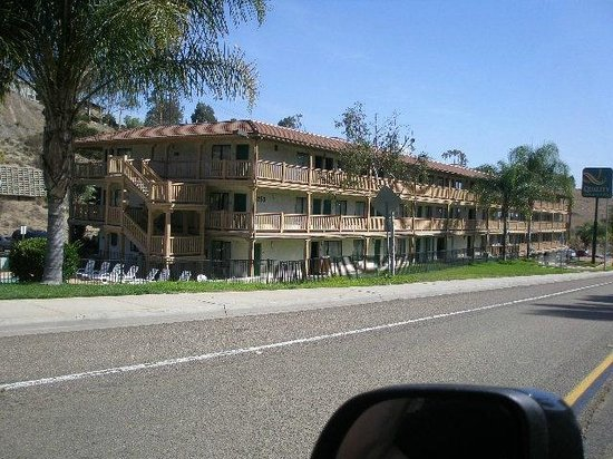 Rodeway Inn & Suites El Cajon San Diego East: Hotel (east side)