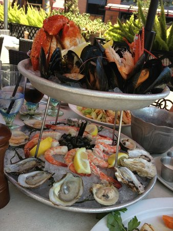Lou & Mickey's: Deluxe Seafood Platter