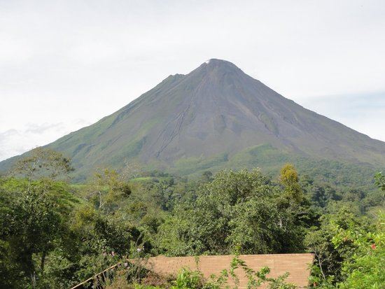 Hotel Campo Verde: View of Arenal Volcano