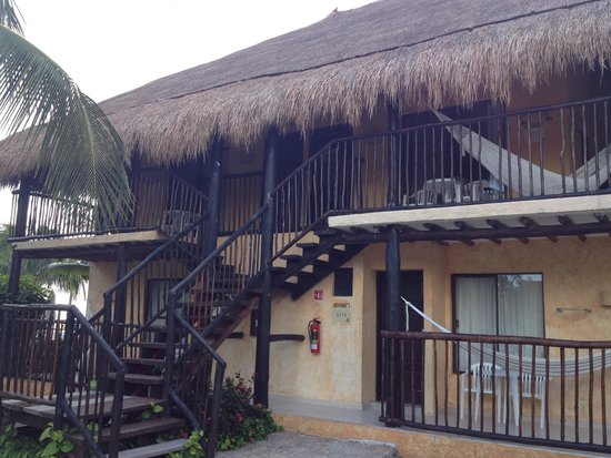 Allegro Cozumel : The building we stayed in. We loved the hammocks and thatched roof