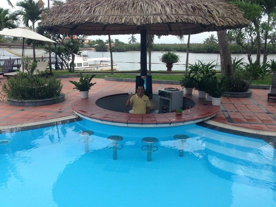 Hoi An Beach Resort: Pool bar