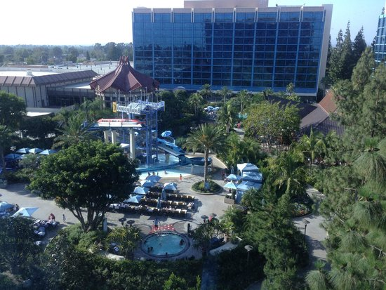 Disneyland Hotel : View from room 2580, Frontier Tower's 7th floor
