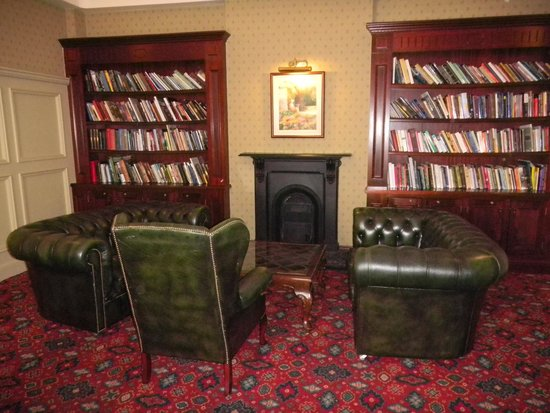 Galway Bay Hotel: Library