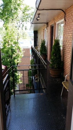Hotel Kutuma : Back porch and fire escape
