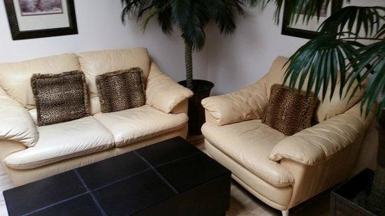 Hotel Kutuma: Sitting Area