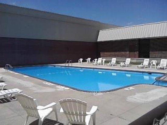 Klopfenstein Inn And Suites: Pool Area