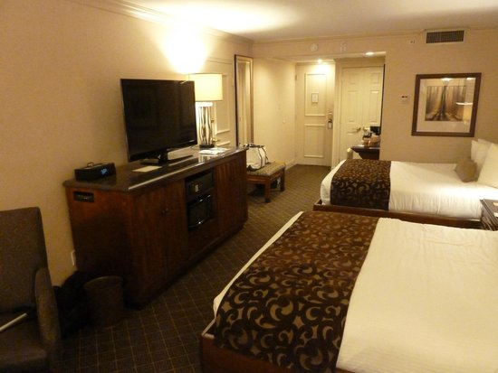 Eden Resort and Suites, BW Premier Collection: Nice large screen television.