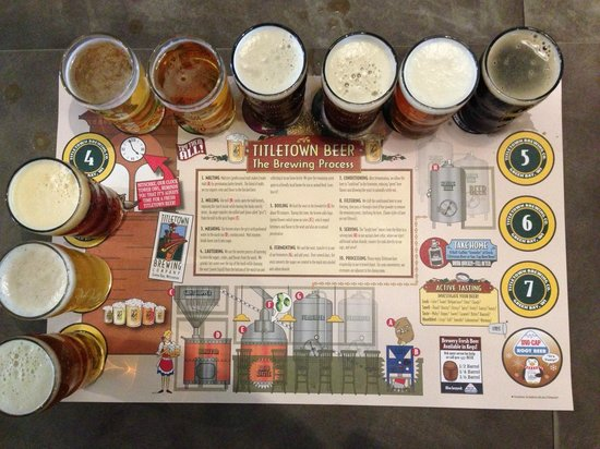 Titletown Brewing Company: nice beer flights, sample all of em