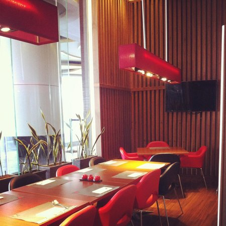 Ibis Bandung Trans Studio : Cozy spot dalam restaurant