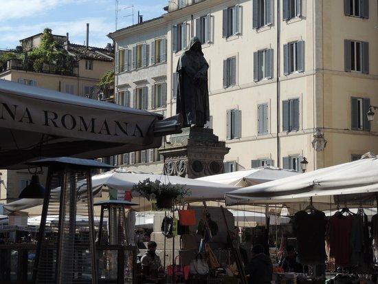 Campo de' Fiori: Statue of Bruno