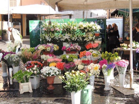 Campo de' Fiori: Flower Vendor