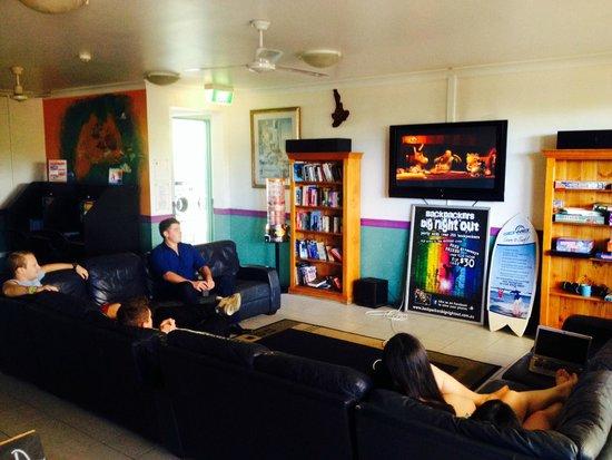 Aquarius Backpackers: lounge room