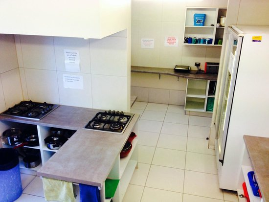 Aquarius Backpackers: cleanest kitchen ive seen