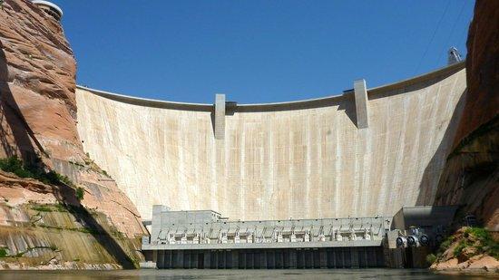 Colorado River Discovery : Glen Canyon Dam