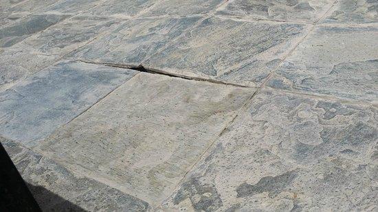 Al Areen Palace & Spa: Damaged ground