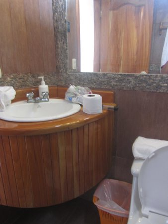 Hotel Albemarle: no double vanity