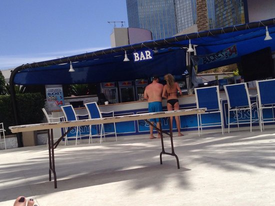 Planet Hollywood Resort & Casino: Nice Bar area, right behind pool
