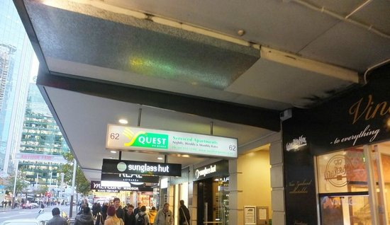 Quest on Queen: Entrance