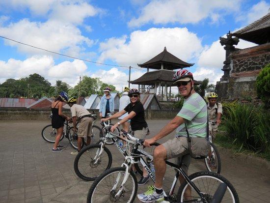 Elephant Safari Park & Lodge: Bike ride through the hills