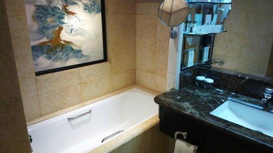Mandarin Orchard Singapore : Premiere Bathroom