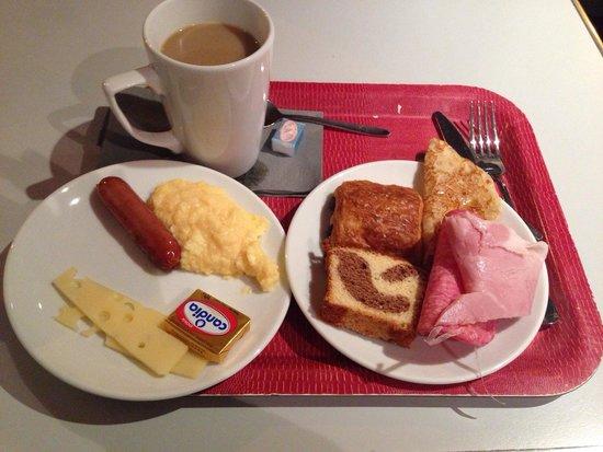Kyriad Hotel Paris Bercy Village : バイキング形式の朝食