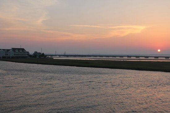 Comfort Suites Chincoteague: Sunset view from our balcony