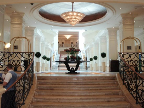 Corinthia Hotel Budapest : Lobby from front entrance