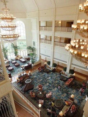 Hong Kong Disneyland Hotel: Lobby