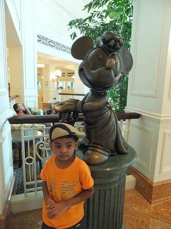 Hong Kong Disneyland Hotel : Entrance