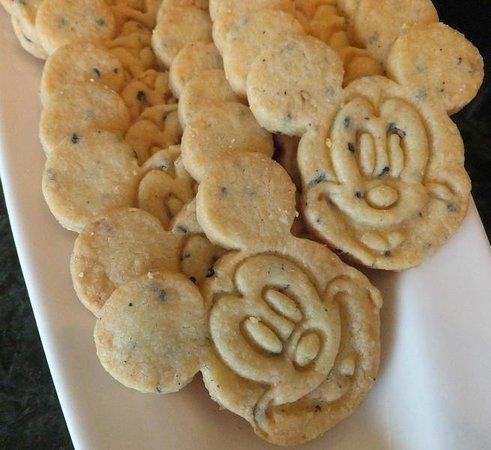 Hong Kong Disneyland Hotel : Cookies at the kingdom lounge