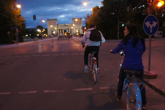 Mike's Bike Tours: Roads are pretty empty on a Saturday evening