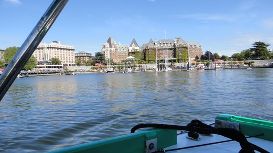 Victoria Harbour Ferry : View back toward the Empress