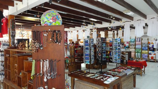 Meeru Island Resort & Spa : The gift shop.