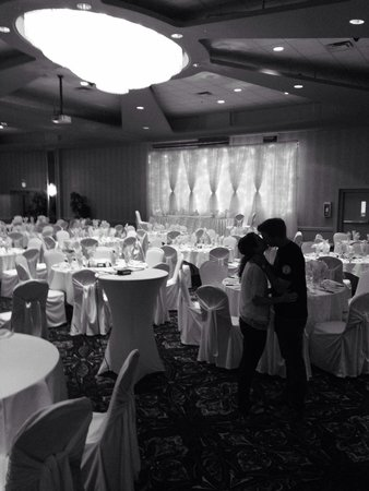 Coast Lethbridge Hotel & Conference Centre : Gorgeous conference room to have a wedding reception!!
