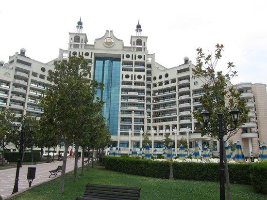 Sunset Resort: вид на главное здание
