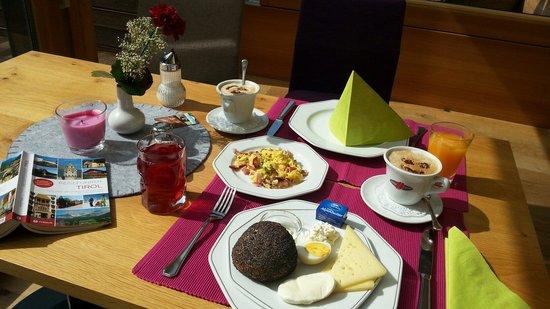 Das Posthotel: Ons ontbijt... Het fruitsap is heerlijk