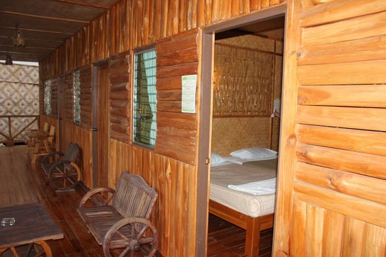 River Kwai Jungle Rafts Resort: chambre vue de la terrasse